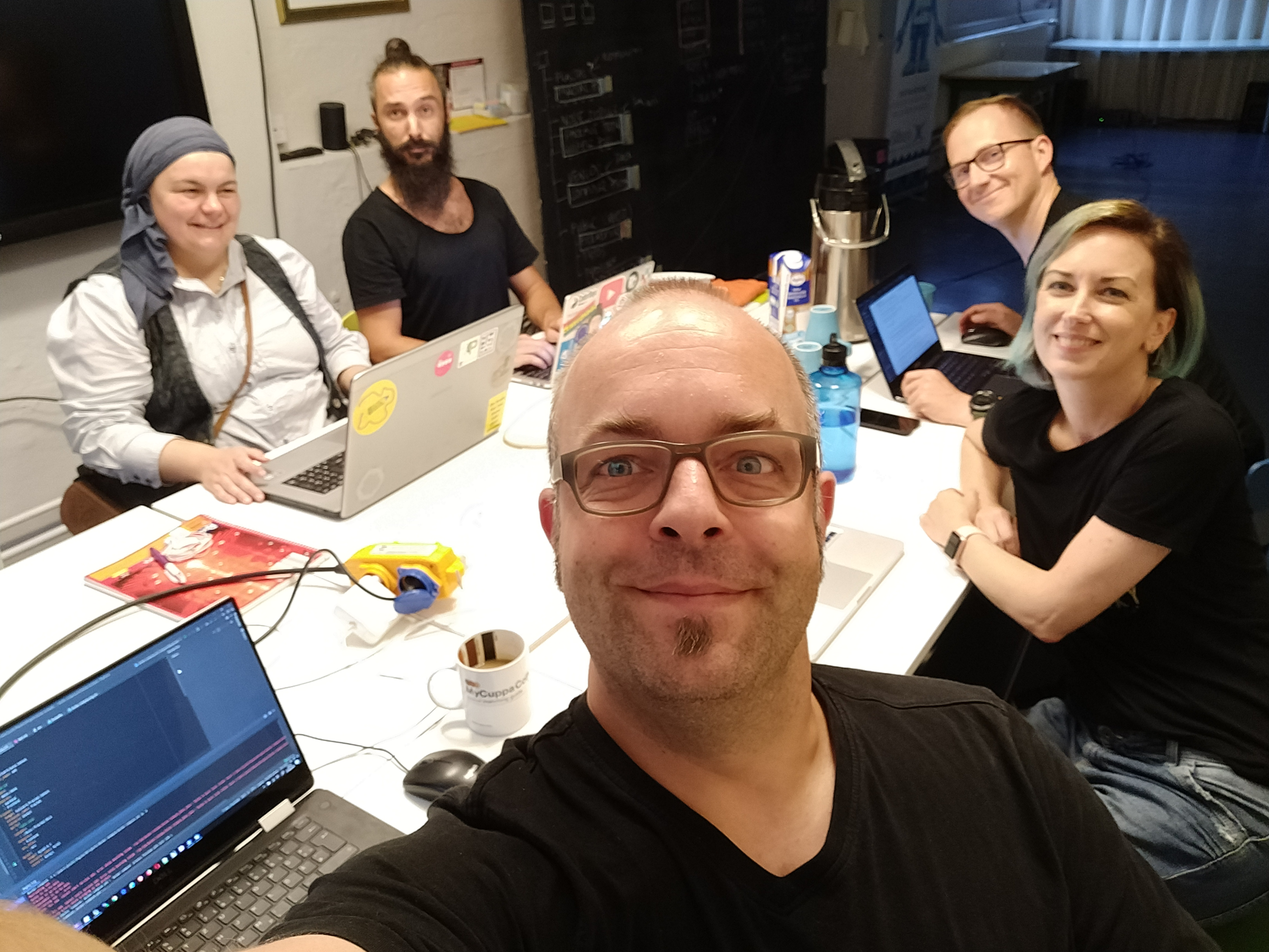Saskia, Alex, Björn, Susi and Joschi at the Homebrew Website Club Nuremberg 2019-08-07